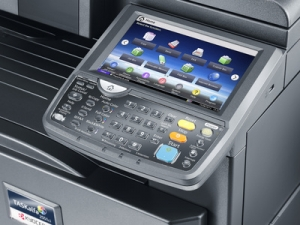 Impresora Kyocera laser color TASKalfa 2551ci Tecnycopia Foto detalle botonera pantalla