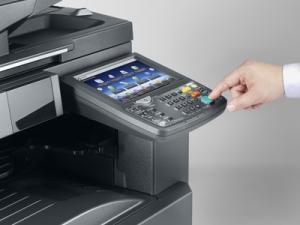 Impresora Kyocera laser blanco y negro TASKalfa 3010i Detalle pantalla tactil